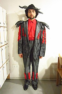 In costume for my jump-in as Borsa in Rigoletto (Landestheater Niederbayern).